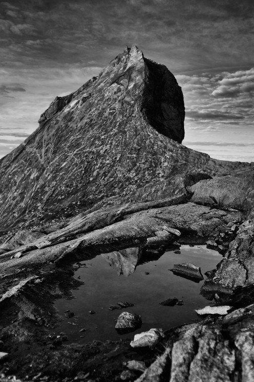 köpa svartvitt berg naturbilder på glas | felix oppenheim
